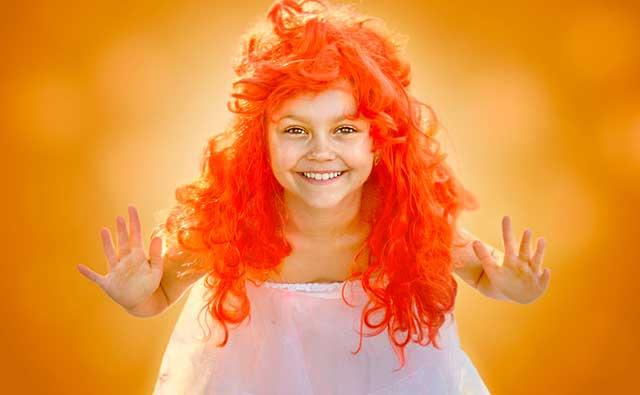 девочка в парике