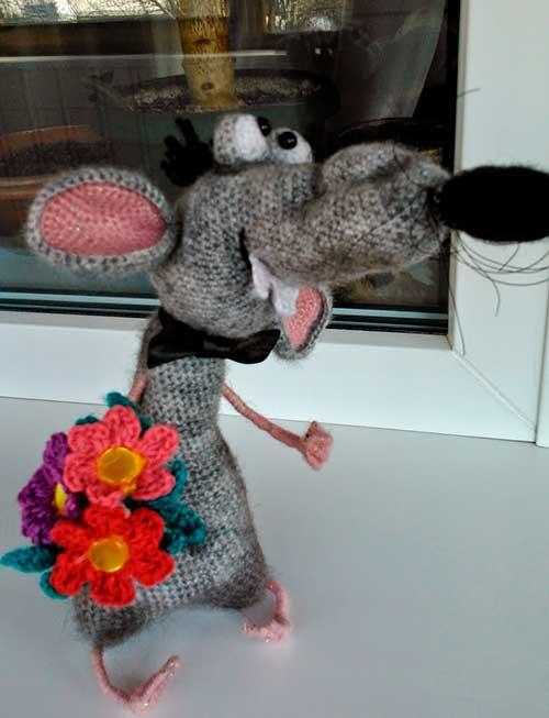 крыс с цветами